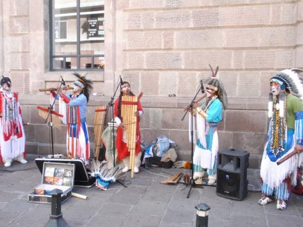 מנגנים ברחובות